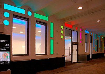 LightTape på facade. morse alfabetet. SP Skilte