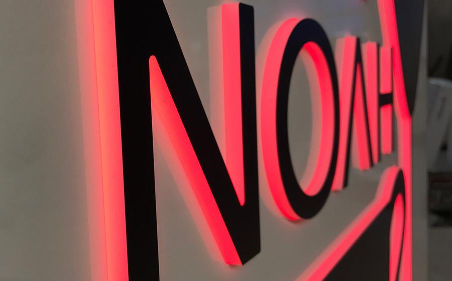 Skilte med lys, Cafe Noah, fra SP Skilte